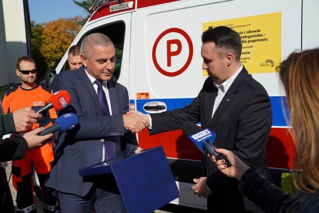 4070 głosów. Tylu białostoczan uznało, że Wojewódzkiej Stacji Pogotowia Ratunkowego w Białymstoku należy się nowa karetka pogotowia. Zagłosowali na ten projekt w ubiegłorocznym budżecie obywatelskim. Karetka dziś trafiła do pogotowia.
