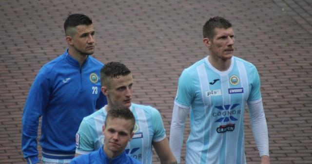 Piotr Stawarczyk (z prawej) w przyszłym sezonie też będzie grał w Hutniku