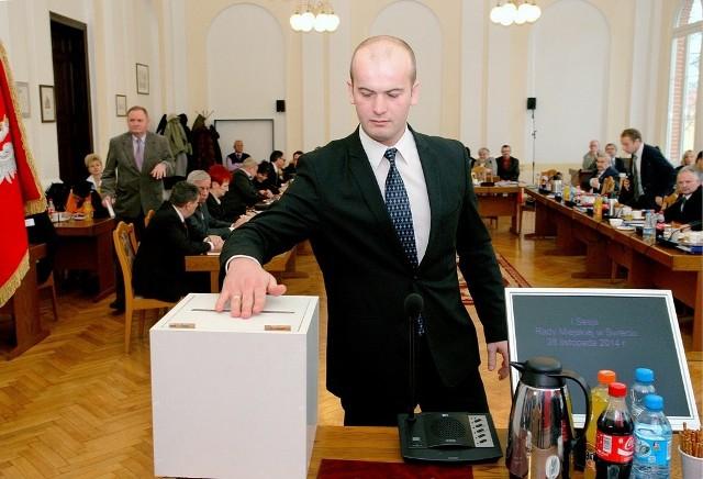 Pierwsze głosowanie, wybór przewodniczącego. Na zdjęciu Krzysztof Kułakowski