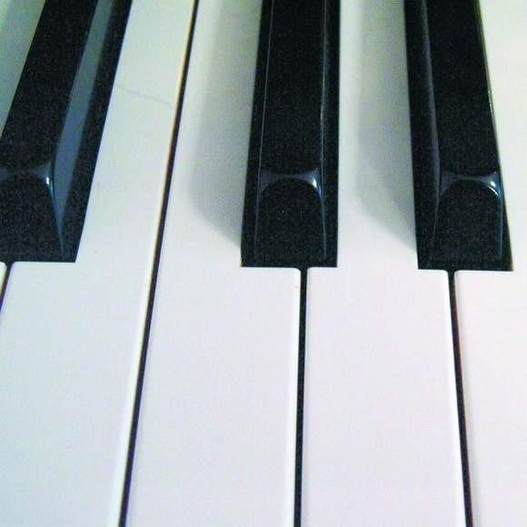 Chau Lok Ping i Chau Lok Ting z Chin, zwyciężyły w Miedzynarodowym Konkursie Duetów Fortepianowych.