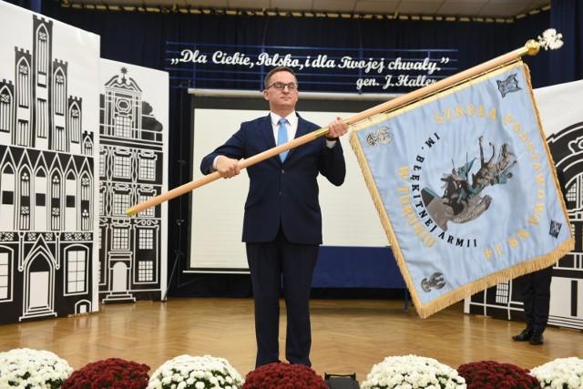 Szkoła Podstawowa nr 14 przy ul. Hallera w Toruniu od piątku, 8 października nosi imię Błękitnej Armii