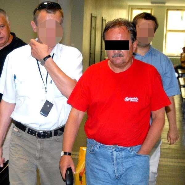 Ryszard L. w drodze na salę rozpraw. Wiceprezydent trafił na 3 miesiące do aresztu.