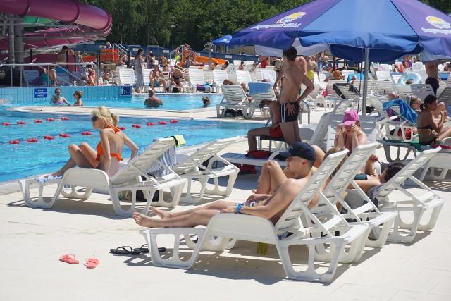 Kto chce odpocząć, a jednocześnie spędzić weekend aktywnie, może wybrać się na jeden z łódzkich basenów.Porównaliśmy CENY