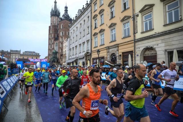 Tak wyglądał start w 18. PZU Cracovia Maraton w ubiegłym roku