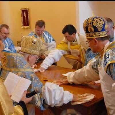 Księża poświęcili cerkiew. Na sobotniej mszy świątynia pękała w szwach. Przyszło ponad 200 osób.