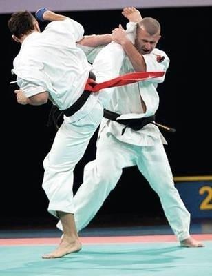 Dominik Rzepka (z lewej) w walce z Tomaszem Krysiakiem Fot. Radosław Dyduch