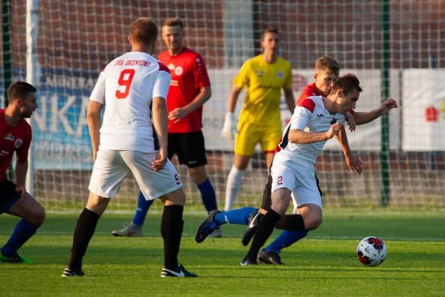 Piłkarze Unii (na biało) świetnie zagrali w pierwszym meczu finałowym i są bliscy zdobycia trofeum