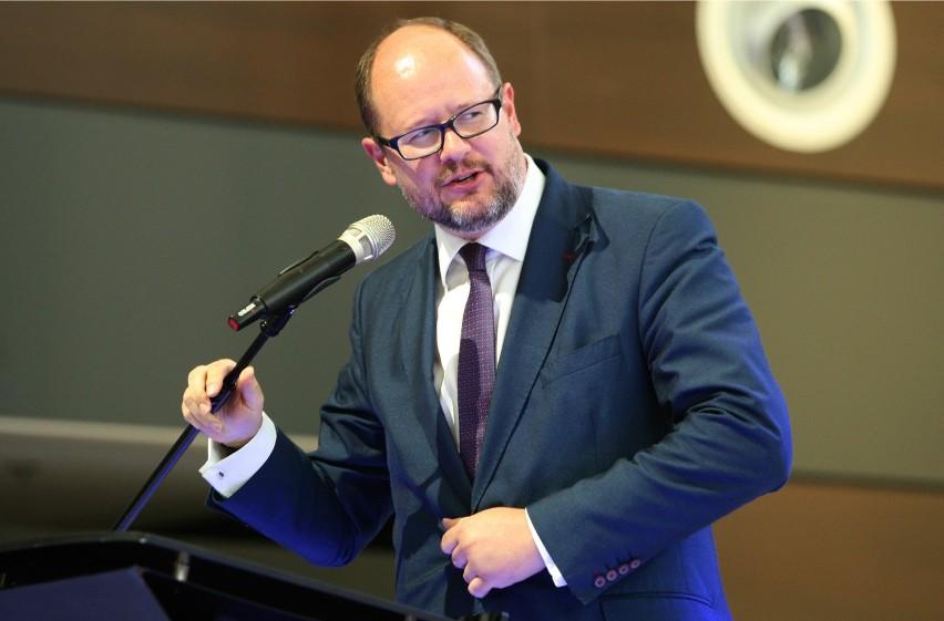 Paweł Adamowicz jest zaniepokojony zapowiedzią podniesienia do 8 tysięcy złotych kwoty wolnej od podatku dla osób fizycznych