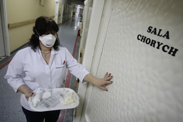 Chorzy są odizolowani od pozostałych pacjentów, by nie doszło do rozpowszechnienia wirusa