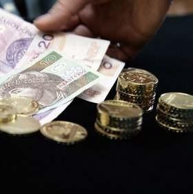 Gotówka lepsza od karty kredytowejJeśli szukamy kredytu hipotecznego, lepiej zrezygnować z kart kredytowych na rzecz tradycyjnej pożyczki gotówkowej.