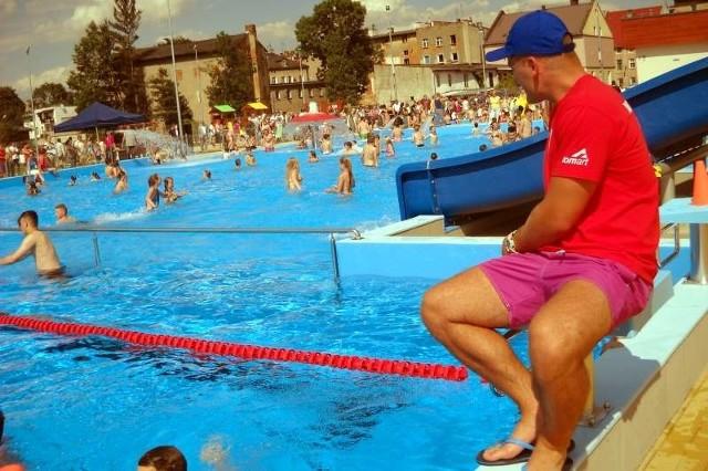 Nowy odkryty basen kąpielowy przy ul. Kościuszki to jeden z przedwyborczych sukcesów Edwarda Szupryczyńskiego. Budowa zakończyła spór o przywrócenie starego basenu w Zdroju.