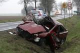 Wypadek pod Legnicą. Sześć osób rannych w czołowym zderzeniu mazdy z busem [FILM, ZDJĘCIA]