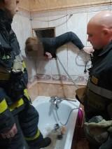 Nietypowa interwencja strażaków. Musieli pomóc zaklinowanemu złodziejaszkowi