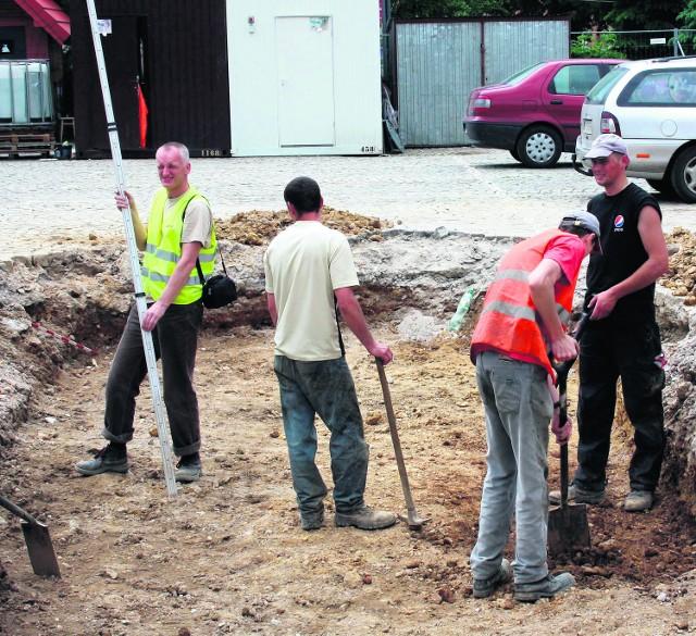 Archeolodzy na Rynku w Olkuszu szukają Wielkiej Wagi
