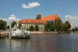 Czym można pływać po Wrocławiu? Jakie statki i barki pływają po Odrze i cumują przy bulwarach? [ZOBACZ ZDJĘCIA]