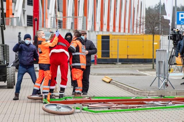 Wypadek Adama Zdanowicza wyglądał groźnie, ale na strachu się skończyło. Białostocki twórca rowerów customowych pobił rekord  Guinnessa