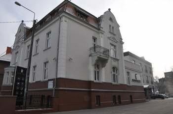 Hotel Spałka mieści się w przedwojennym zabytkowym budynku.