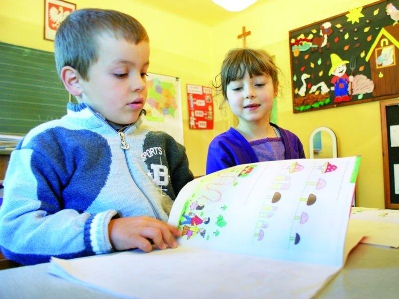 Uczniowie szkoły w Bzurach brali wczoraj udział w normalnych...