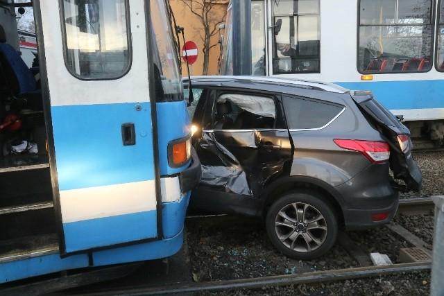 Wypadek we Wrocławiu przy ulicy Bardzkiej