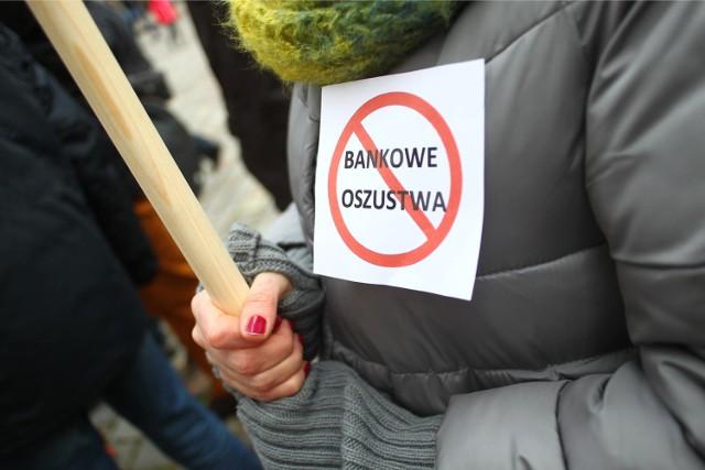 31.01.2015 poznan mu pikieta frankowcow frank szwajcarski protest. glos wielkopolski. fot. maciej urbanowski/polskapresse