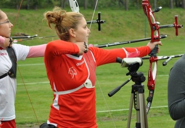 Juniorka Karolina Farasiewicz będzie strzelała w finałach indywidualnych i drużynowych.