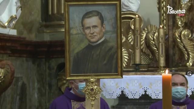 Relikwie bł. Ryszarda Henkesa w parafii w Kietrzu