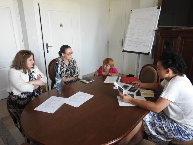 Trwają ostatnie przygotowania do festiwalu.  - Trzeba jeszcze podzielić zadania - mówi Katarzyna Kuklińska (druga z prawej)