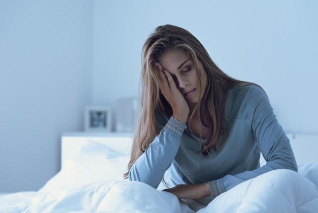Postarajmy się wybrać stałą porę na sen i pobudkę, nawet w weekendy. Sen w całości powinien trwać ok. 6-8 godzin.