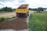 Po latach udało się wyremontować dwie ważne gminne drogi w gminie Łużna. Wreszcie jest asfalt, a co za tym idzie bezpieczny przejazd