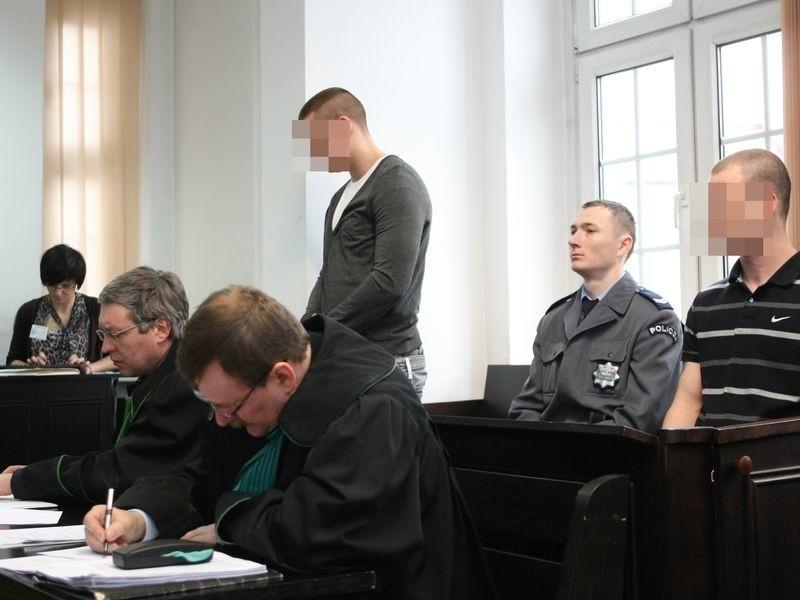 Patryk M. i Piotr K. podczas pierwszego procesu w Słupsku.