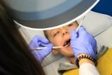 Leczenie kanałowe zębów powoduje nowotwory? Stomatolodzy ostrzegają: Antykanałowcy rosną w siłę