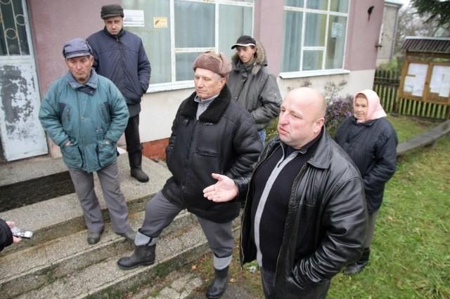 Mieszkańcy Dubicz Osocznych. Od lewej: Jan Grygoruk, Piotr Golonko i Wiktor Grygoruk.