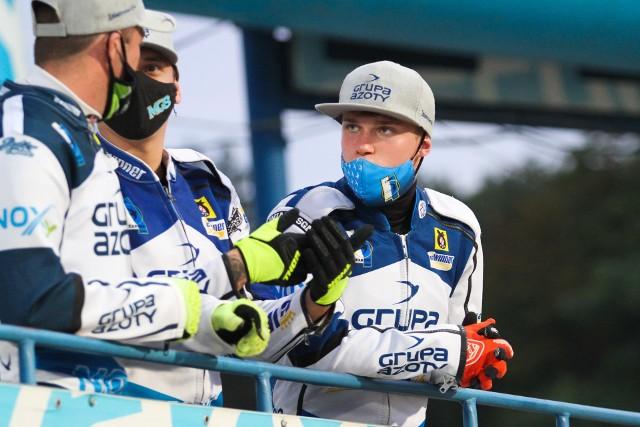 W najbliższych dniach ma zapaść decyzja w jakim klubie w nadchodzącym sezonie będzie występował utalentowany junior, 18-letni Mateusz Cierniak (z prawej)