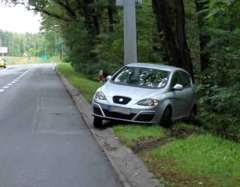 Kierowca seata uderzył w bok cinquecento
