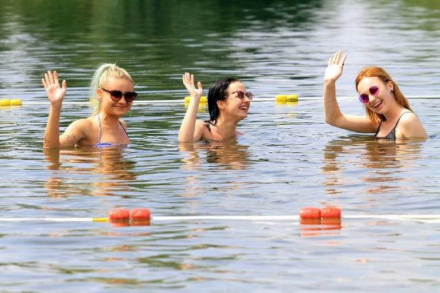 Kąpielisko miejskie ŻwirowniaRzeszów, ul. KwiatkowskiegoCzynne do 5 wrześniaWoda zdatna do kąpieli*Posiada ratowników, wypożyczalnie sprzętu wodnego oraz małą gastronomię. W pobliżu kąpieliska zlokalizowany jest parking oraz plac zabaw dla dzieci.*-na podstawie raportu WSSE w Rzeszowie z 5 lipca