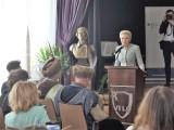 Agata Kornhauser-Duda, żona prezydenta RP uczestniczyła w gali rozdania dyplomów DSD II w VI Liceum Ogólnokształcącym w Krakowie