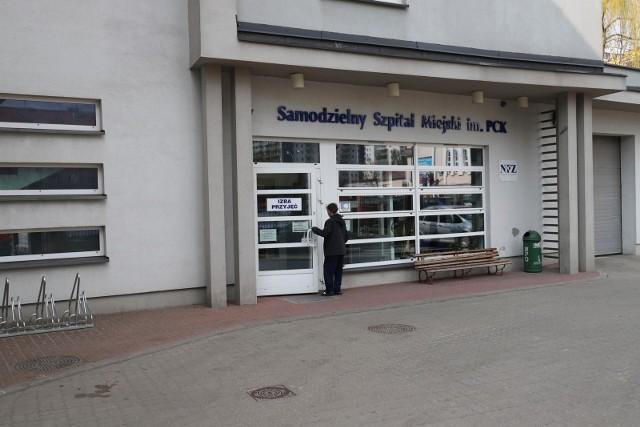 Szpital Miejski im. PCK w Białymstoku ma poważne problemy kadrowe w związku z zakażeniami koronawirusem.