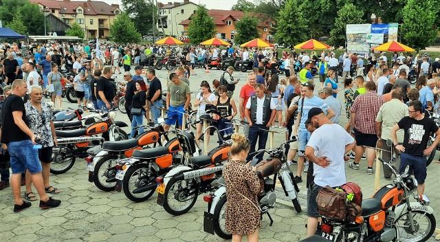 V Zjazd Starych Motocykli PRL w Grębowie przyciągnął 25 lipca pasjonatów motoryzacji z Podkarpacia, sąsiednich i dalszych regionów.