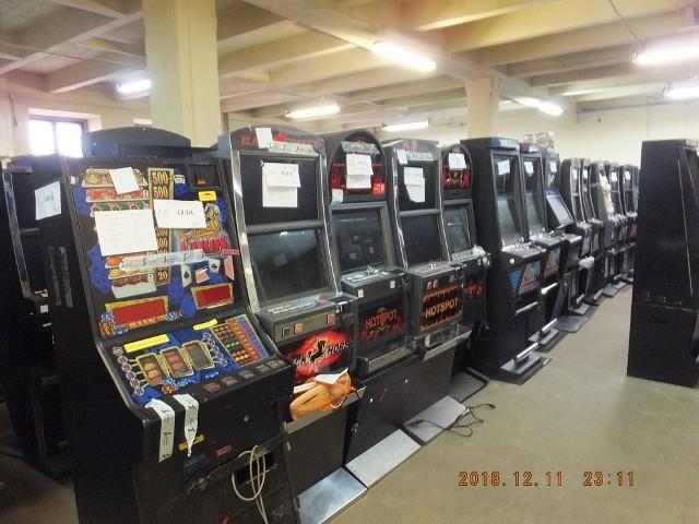 Ponad 160 kontroli i ponad 400 zatrzymanych automatów - to efekt walki służb celno-skarbowych z nielegalnym hazardem w woj. lubelskim od 1 kwietnia 2017 r.