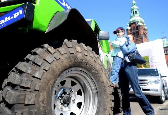 Rajd MT RallyZ Walów Chrobrego wystartowal rajd terenowy, w którym udzial biorą samochody, motocykle, quady.