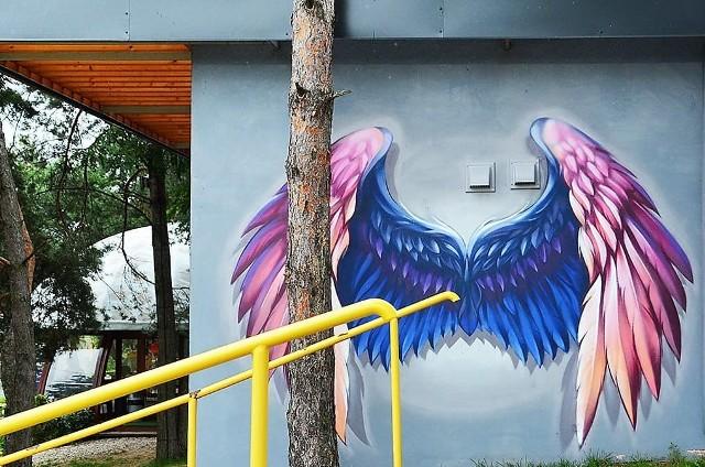 Skrzydlaty mural w Siemiatyczach to nowa atrakcja turystyczna