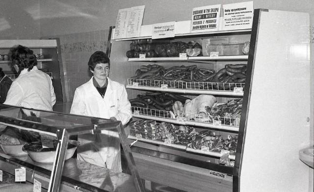 W czasach PRL-u przez wiele lat sprzedaż mięsa, wędlin i innych przetworów mięsnych odbywała się na kartki