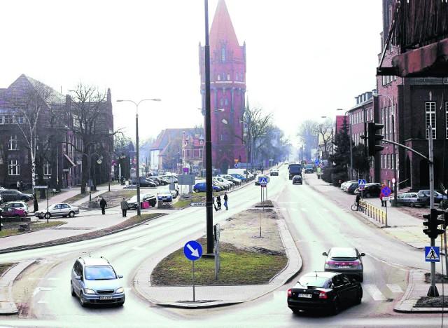 To skrzyżowanie dróg krajowych 55 i 22 przy Urzędzie Miasta. Tutaj od kwietnia będą się tworzyć jeszcze większe korki niż teraz