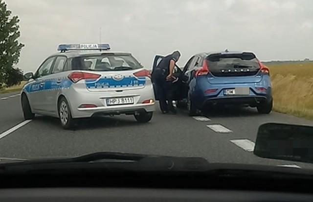 Zatrzymanie kierowcy na drodze pod Grodkowem