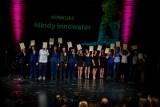 Ich wyobraźnia nie zna ograniczeń. Uczestnicy konkursu Młody Innowator z Białegostoku - licealiści i uczeń podstawówki.