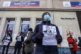 Murem za Bodnarem. Gdańsk reaguje na wyrok Trybunału Konstytucyjnego. 16.04.2021 r. Manifestacja pod biurem PiS