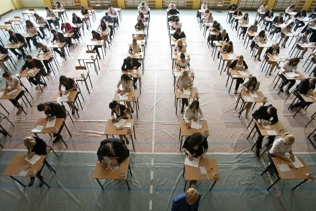 Egzaminy gimnazjalne - dziś próbny egzamin gimnazjalny MATEMATYKA 2013/14