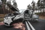 Koło Gorzupii zderzyły się dwa samochody, jeden z nich koziołkował. Kierowca trafił do szpitala [ZDJĘCIA]