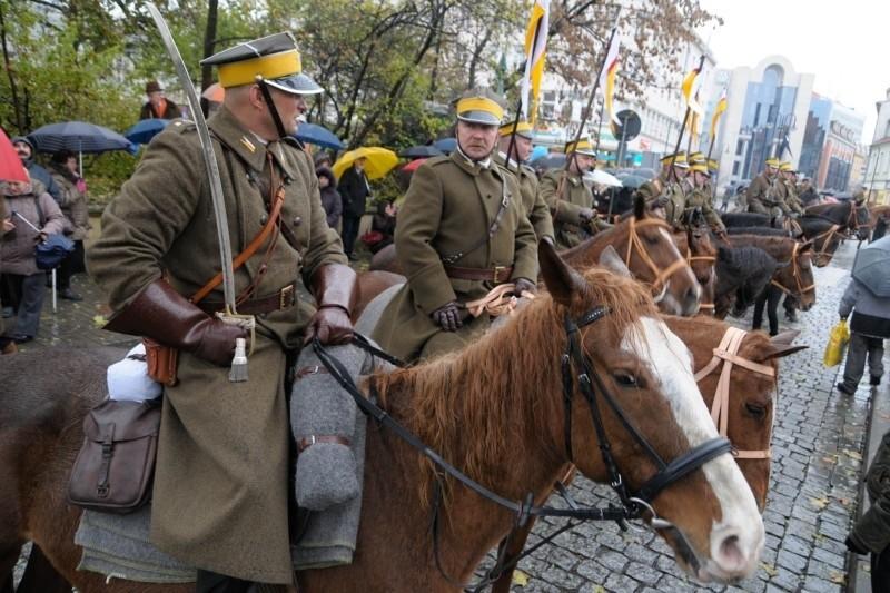 Jak co roku, w opolskich obchodach Święta Niepodległości wezmą udział ułani. Wielu Opolan specjalnie przychodzi 11 listopada na plac Wolności, żeby podziwiać kawalerzystów.