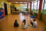 Władze Gdańska chcą, aby pracownicy oświaty wracający do pracy z dziećmi, mieli wykonywane testy na koronawirusa. Wystąpią o to do wojewody